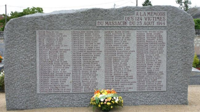 La stèle du souvenir en mémoire des 124 victimes du massacre du 25 août 1944