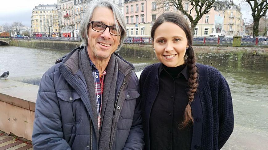 La tête de liste de la France Insoumise Anaïs Beltran et son suppléant Gérald Loridat