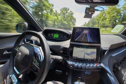 Nancy, le 23 Juin 2017 : Au centre de recherche technique du groupe PSA, à Vélizy-Villacoublay, au démonstration et essai des véhicules autonomes et des systèmes d'aide à la conduite