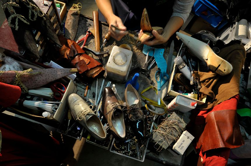 Les Mulhousiens sont chanceux ...ils savent où faire réparer leurs chaussures.