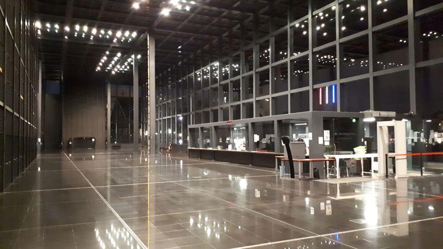 La salle des pas perdus du tribunal de Nantes ce mercredi soir dans l'attente du délibéré.
