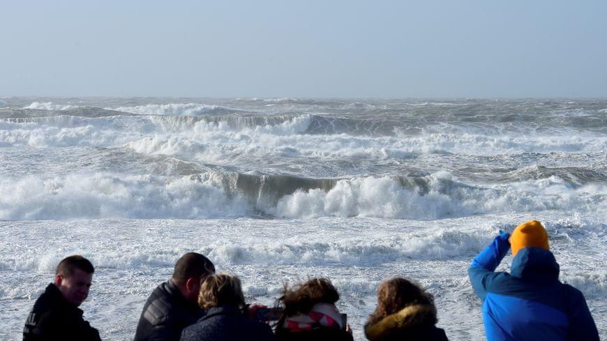 La tempête Carmen frappe le Sud-Ouest ce 1er janvier, ici à Lacanau en Gironde