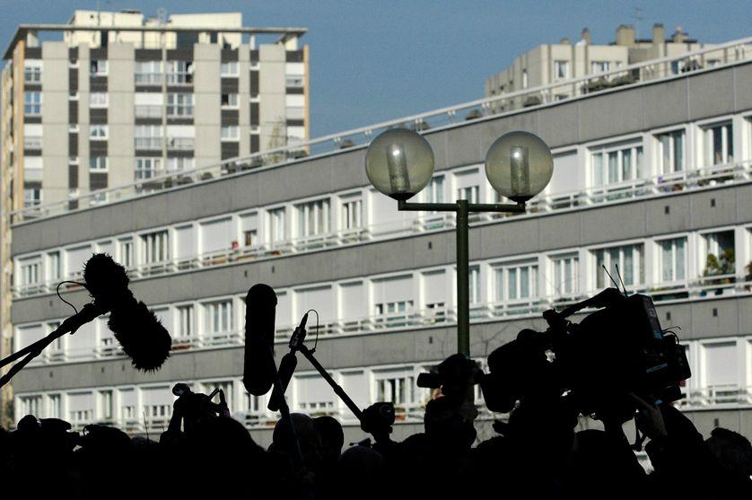 Les médias rassemblés à Argenteuil pour le déplacement de Jean Marie Le Pen pendant la campagne présidentielle de 2007.