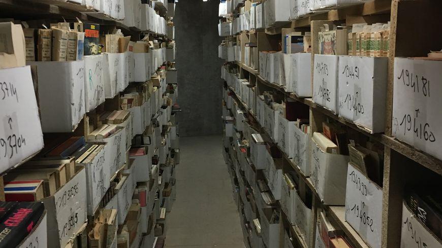 Les étagères de stockage des livres au Village du livre à Sablons