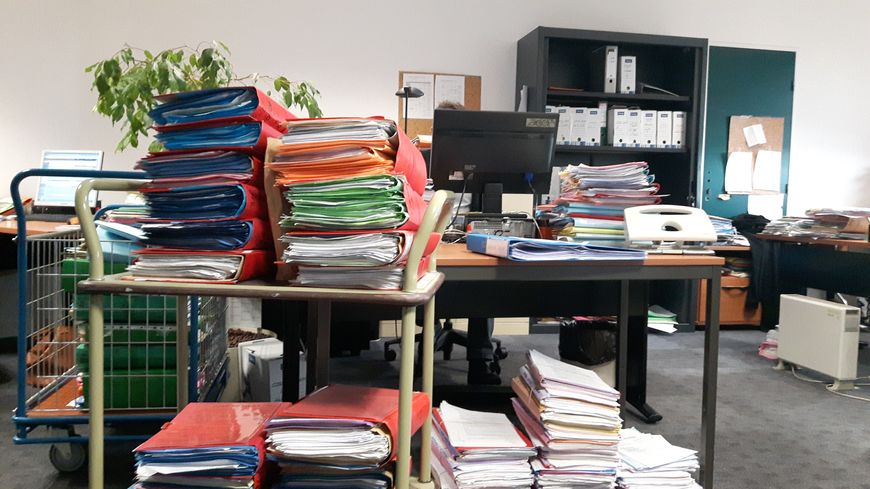 Les dossiers s'accumulent dans le bureau du greffe correctionnel à Rennes