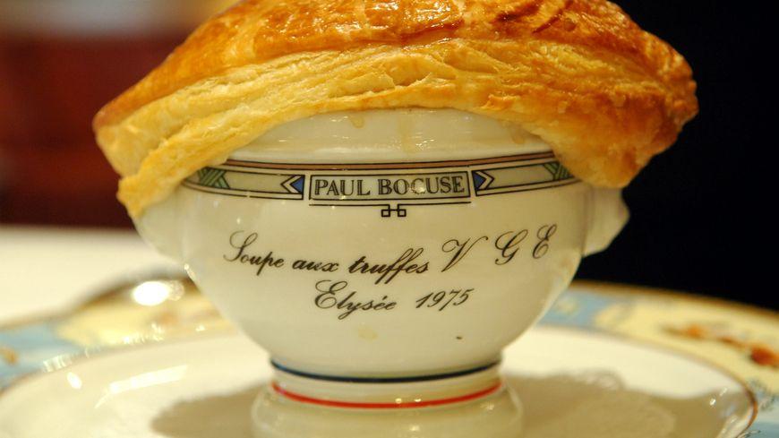 La soupe aux truffes VGE, plat signature de Paul Bocuse