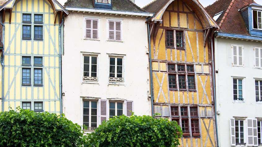 Au cœur de la ville de Troyes, les fameuses maisons à colombages.