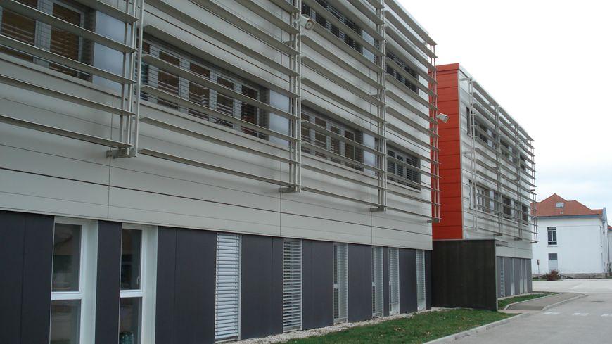 Un bâtiment récent de l'école de gendarmerie de Dijon-Longvic. D'autres seront construits.