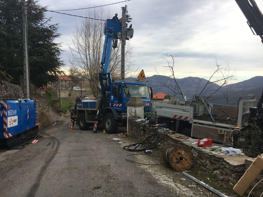 Intervention sur un poteau à Santu-Petru-Di-tenda