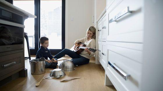 Initiation à la musique peut très bien se faire dans votre cuisine...