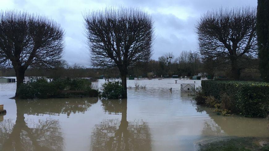 Inondations Condé-Sainte-Libiaire