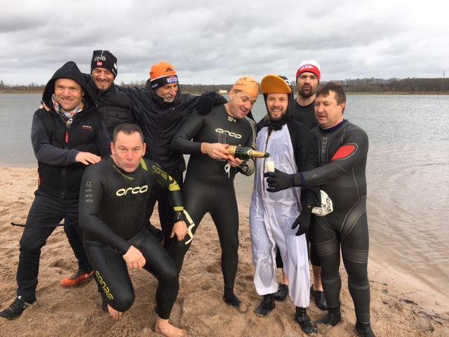 Le bain du Nouvel an à Capavenir Vosges : un rituel depuis sept ans, organisé par le club sportif Thaon Thriathlon.