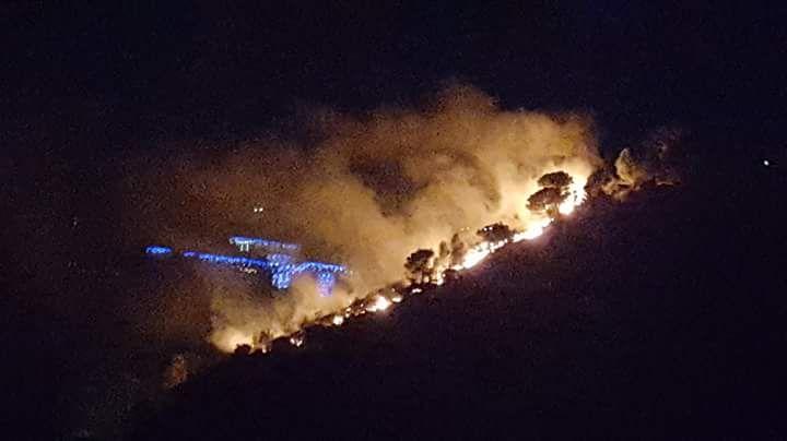 Un feu impressionnant a menacé une dizaine de maisons