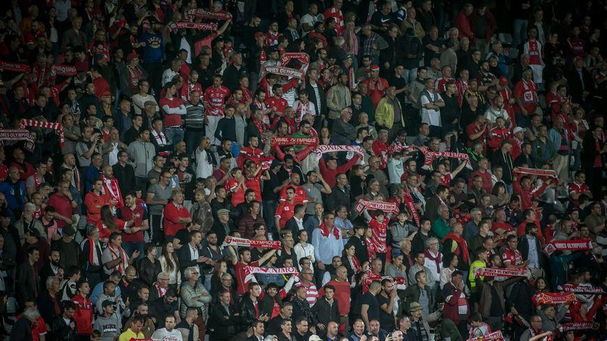 Les supporters du Nîmes Olympique gardent l'espoir de se rendre à Geoffroy-Guichard ce dimanche