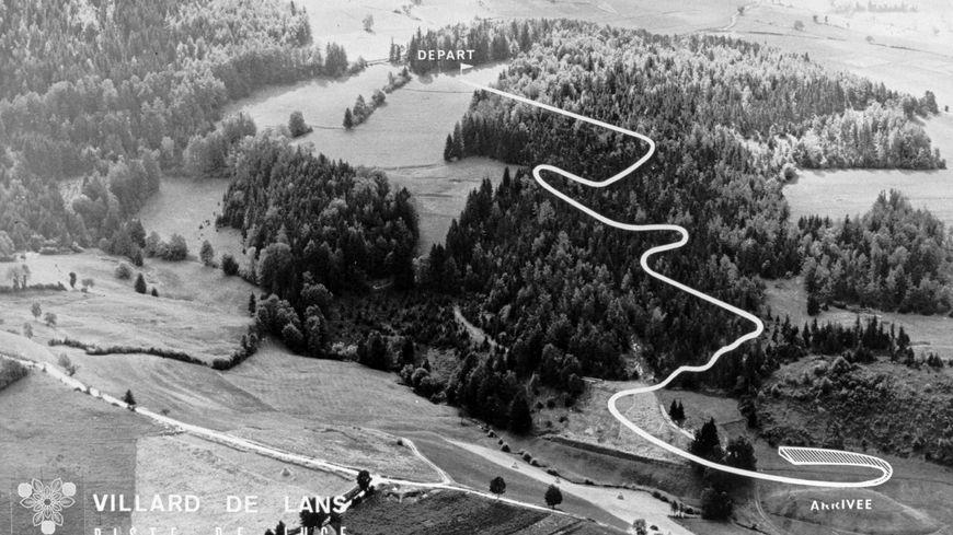 Le tracé de la piste de luge à Villard-de-Lans, au milieu des sapins, dans le Vercors