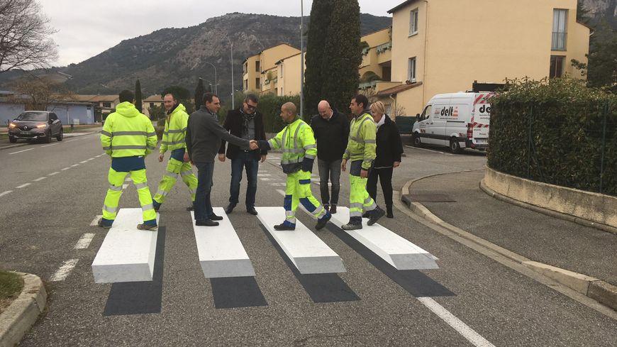 La commune de Guilherand-Granges, en Ardèche, vient de mettre en place deux passages piétons 3D.