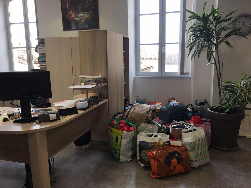 Les dons s'accumulent dans la mairie de Montréal-du-Gers