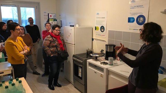 Dans chaque pièce de l'appartement pédagogique, des conseils utiles pour économiser l'énergie