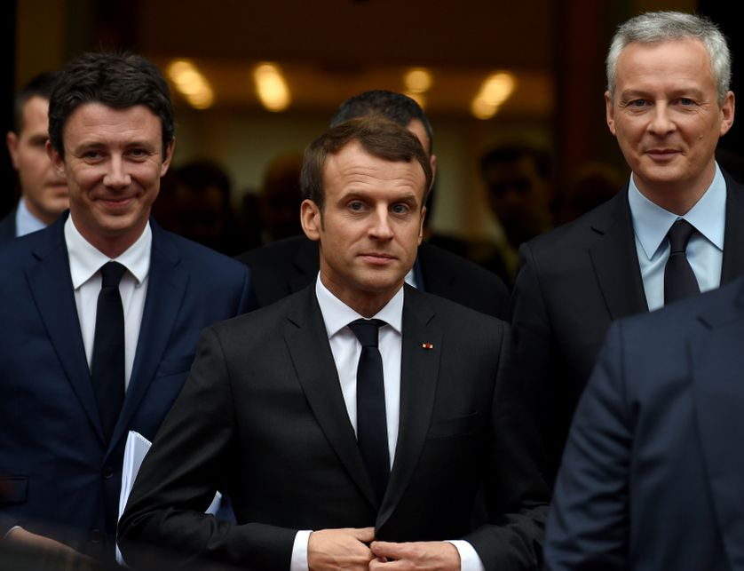 Emmanuel Macron, avec le Secrétaire d'Etat auprès du Premier ministre et porte-parole du gouvernement Benjamin Griveaux et Ministre de l'Économie et des Finances Bruno Lemaire