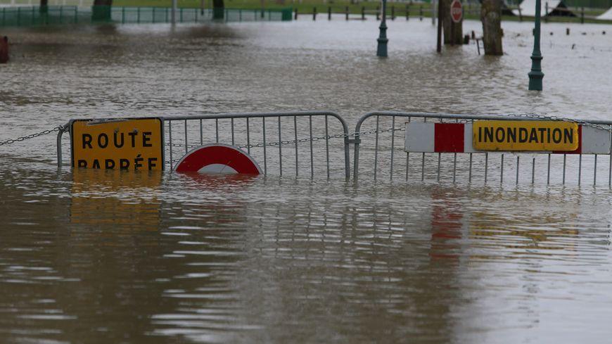 Une route inondée