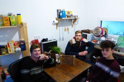Ces trois étudiants de Rennes ont emménagé dans le logement qu'ils viennent de financer et construire eux-même