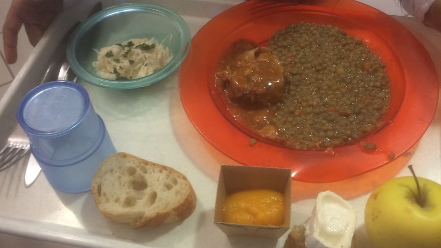 L'exemple d'un repas bio servi à la cantine de l'école Claude Chappe à Chambray-les-Tours