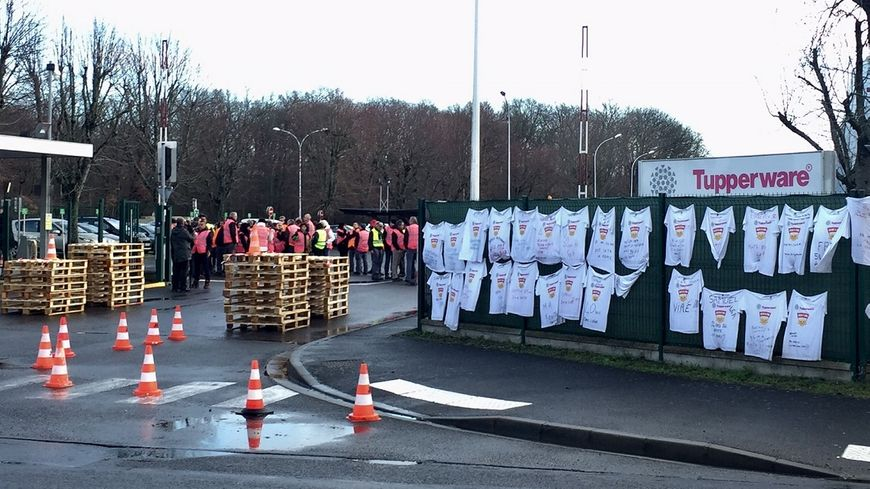 Grève des salariés de l'usine Tupperware de Joué-lès-Tours deux mois avant sa fermeture