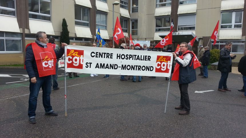 Rassemblement devant l'EHPAD de la Croix Duchet à St Amand à l'appel de F.O. et CGT