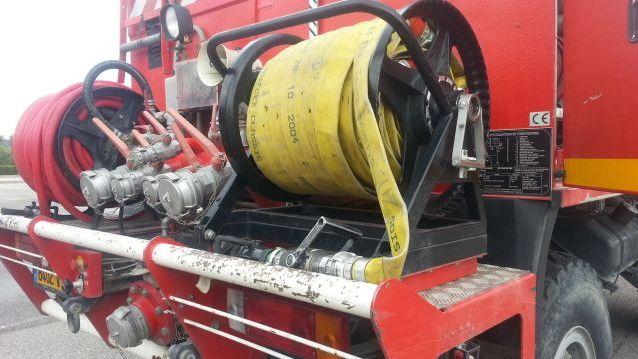 Un camion de lutte contre l'incendie des pompiers - illustration