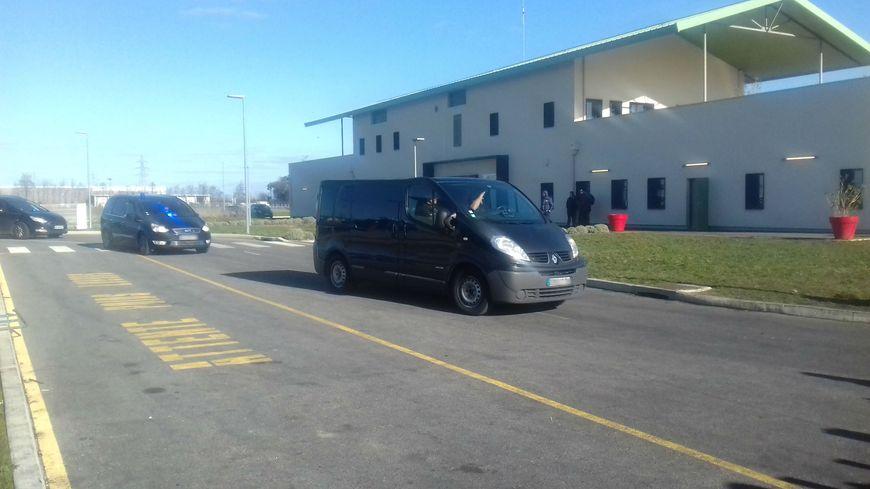 Les ERIS arrivent à la prison de Valence pour tenter de rétablir l'ordre chez les détenus