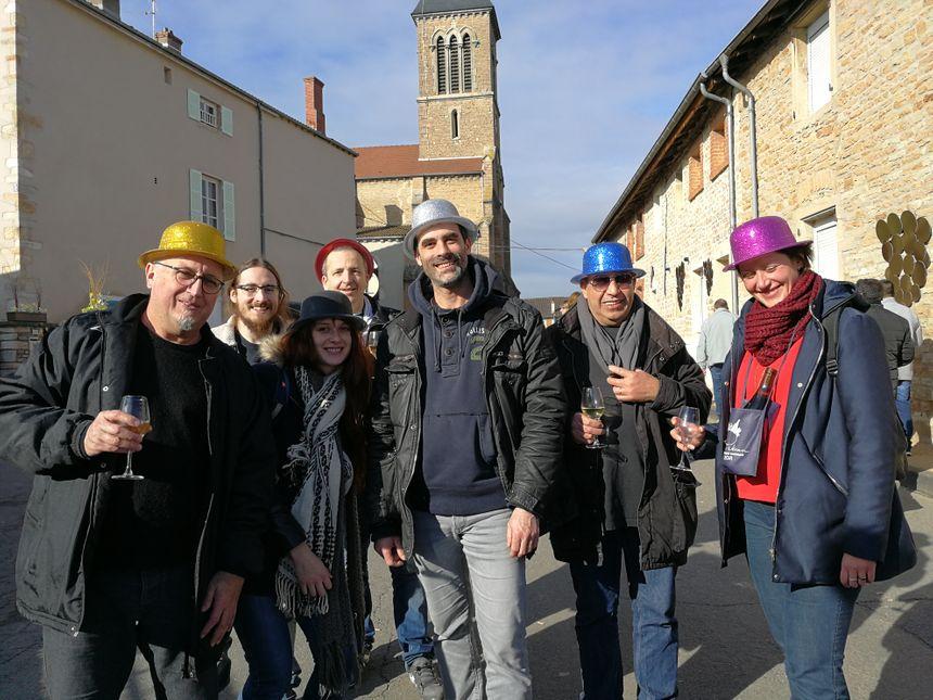 85 000 visiteurs sont venus à la Saint-Vincent Tournante ce week-end, parmi eux ce groupe d'amis qui arrive de la région parisienne pour déguster de bons vins
