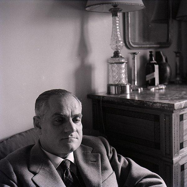Alberto Moravia. Photo par Paolo Monti (Fondo Paolo Monti, BEIC)