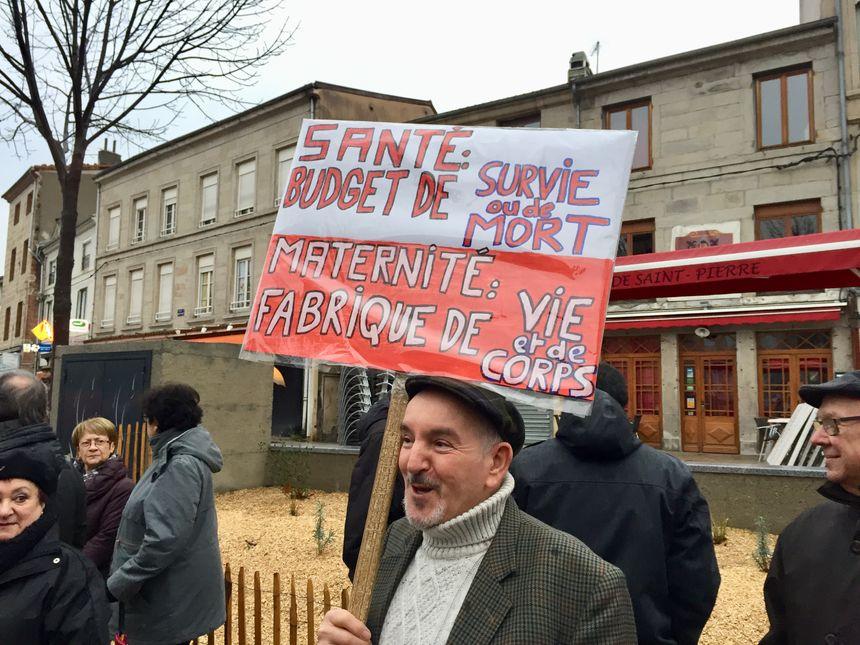 Des pancartes pour soutenir le service public de proximité dans la vallée du Gier