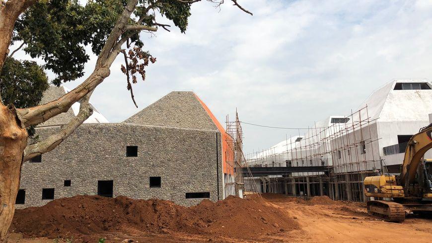 La nouvelle école d'architecture de Kigali rappelle les volcans rwandais