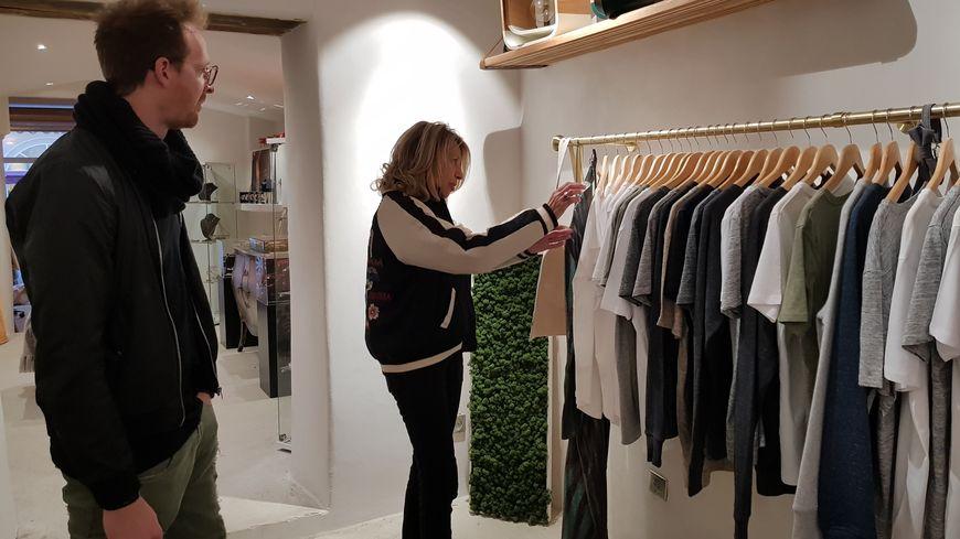 Conseils et explications dans cette toute nouvelle boutique de la rue Cesar CAMPINCHI