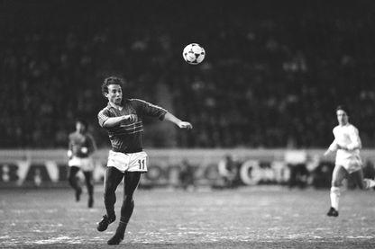 Jean-Pierre Papin lors d'un match amical contre l'Irlande du Nord, au Parc des Princes le 26 Février 1986. C'est la première sélection du footballeur en équipe de France.