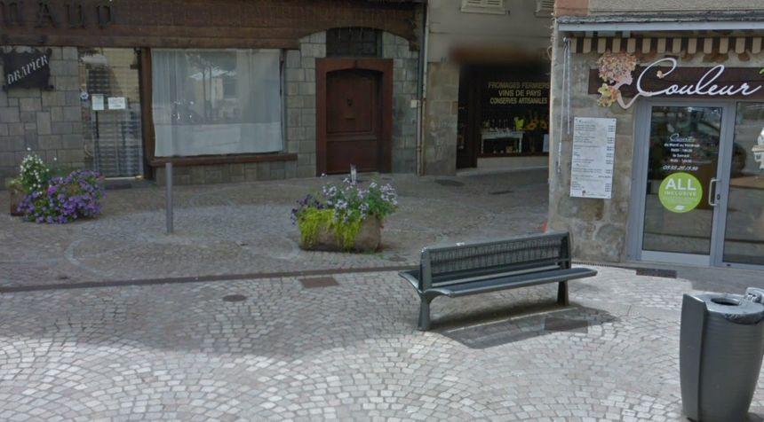Le local de la Division Nationaliste Révolutionnaire doit ouvrir place Clément Simon, à Tulle, en lieu et place d'une ancienne supérette (au deuxième plan)