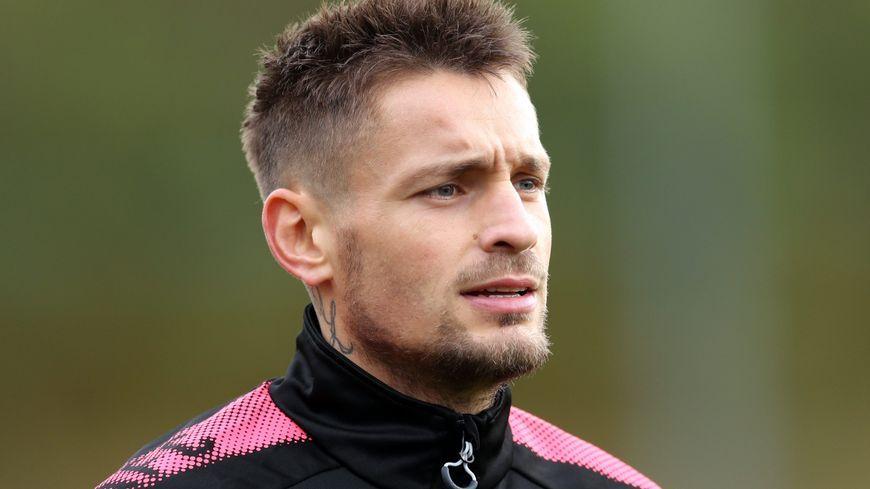 L'international français d'Arsenal Mathieu Debuchy a résilié son contrat avec les Gunners, il a signé chez les Verts.