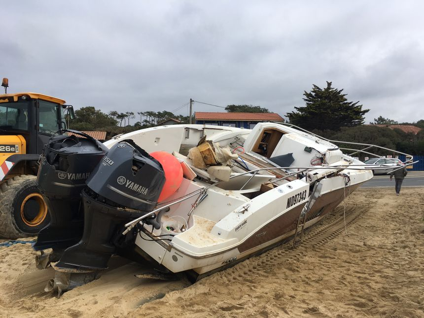 Le bateau de Pierre Agnes a été très abimé par les rouleaux au bord de la plage des Boîteux.