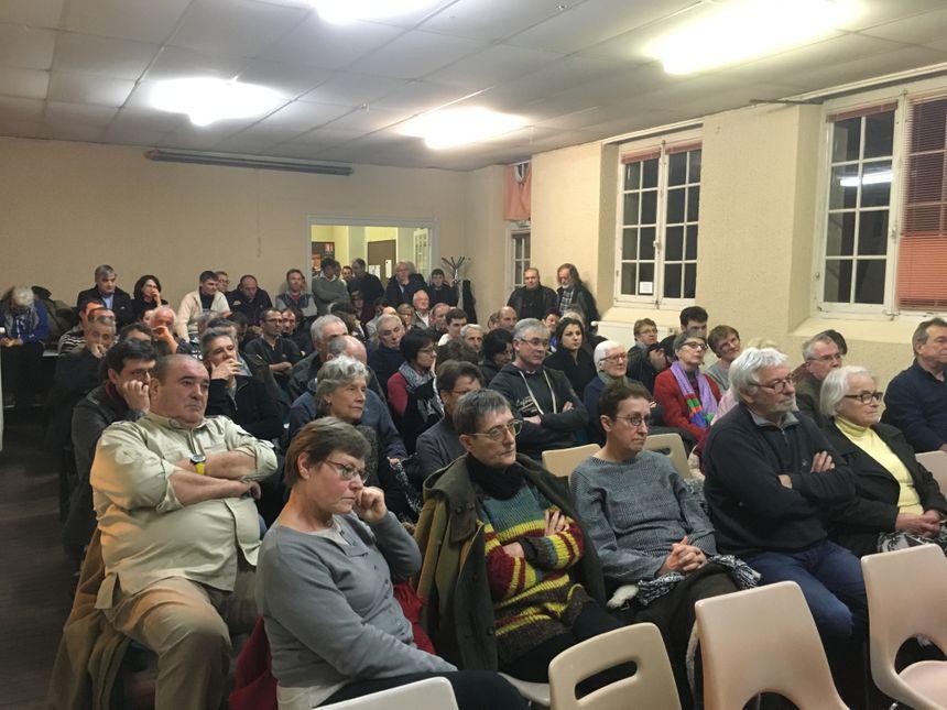 Près de 150 personnes étaient présentes à la réunion publique.