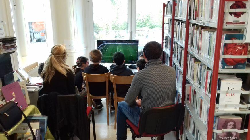 La semaine dernière six enfants ont joué à FIFA dans la bibliothèque de Saint-Aignan-sur-Roë