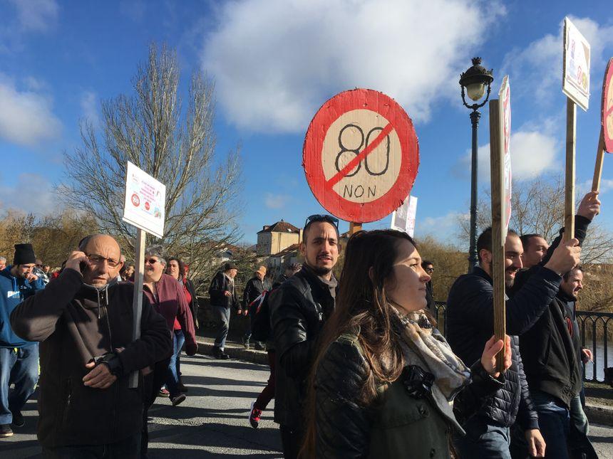 Les manifestants critiquent notamment la limitation de la vitesse à 80 km/h sur les routes hors agglomération.