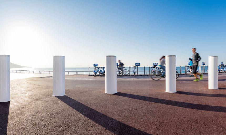 Les bornes haute sécurité d'Urbaco installées l'an dernier sur la Promenade des Anglais à Nice