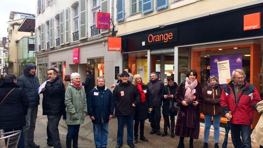 """""""Touche pas à ma boutique Orange"""" du centre-ville de Dax."""