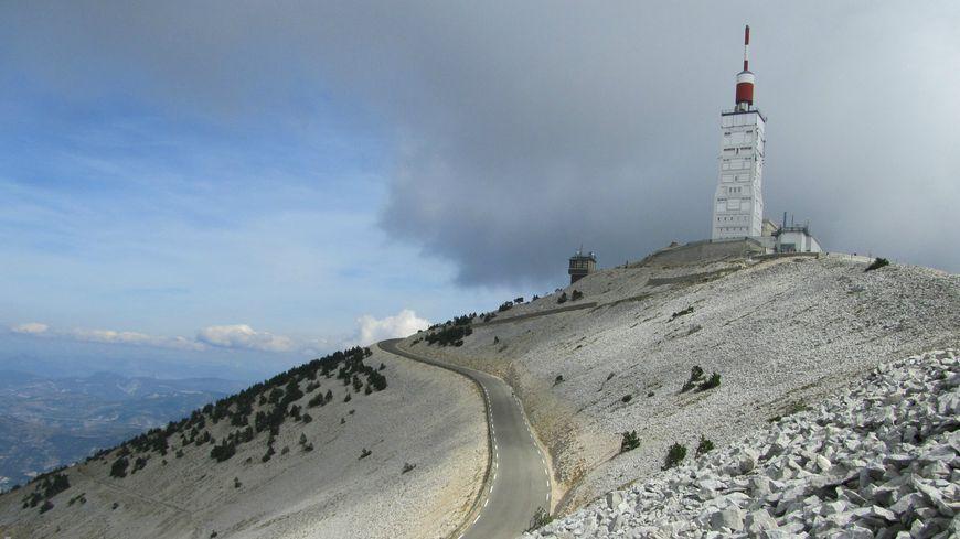 Le sommet et la tour pourraient être exclus du projet de parc naturel régional du Ventoux - Nadine Tardieu Vaucluse Provence
