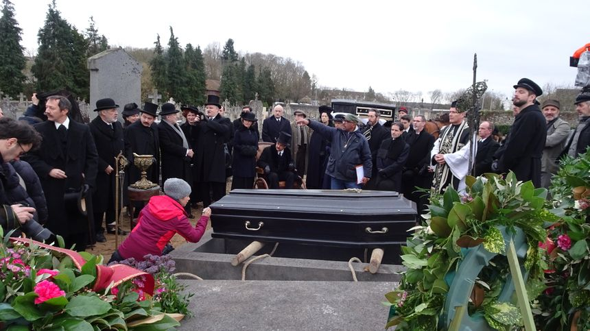 Le réalisateur Philippe Niang a tourné dans le cimetière d'Avallon jeudi.