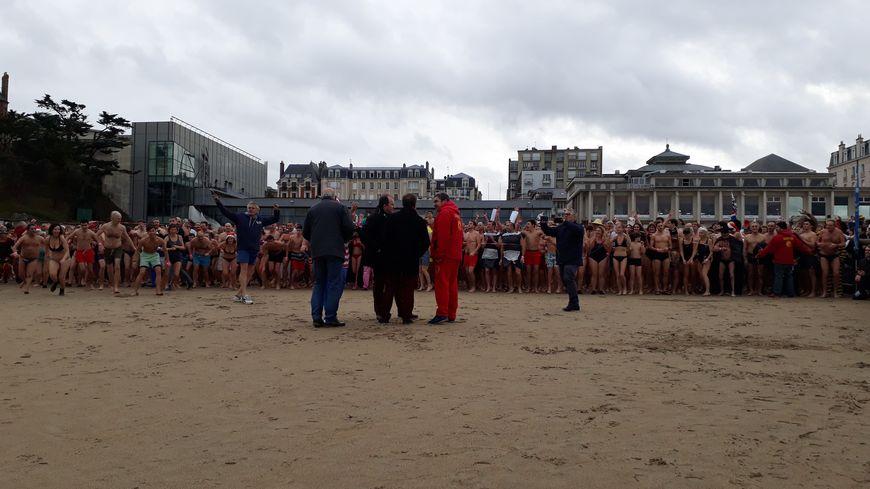 Top départ du dernier bain de l'année à Dinard en ce 31 décembre 2017 !
