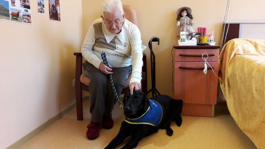Yvonne, bientôt 100 ans, et son ami Hockey