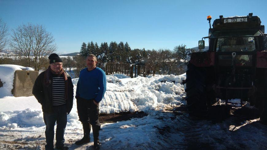 La neige a pris la place de l'eau dans le village de Costaros qui attend les aides de l'Etat.