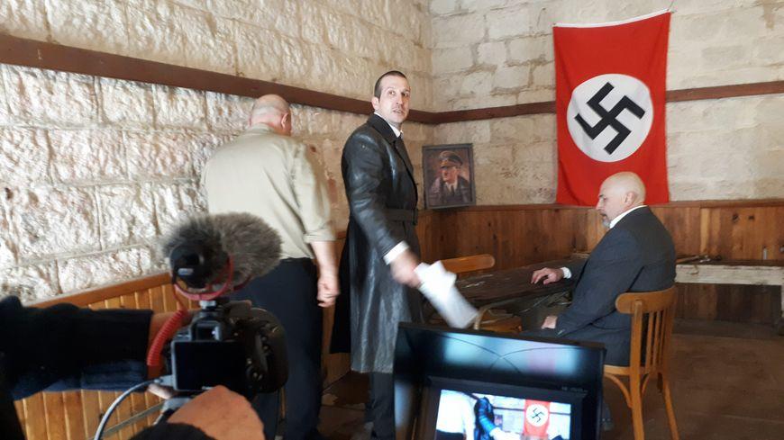 Jean Bochler, à l'origine du projet, a le mauvais rôle : il incarne un agent de la Gestapo